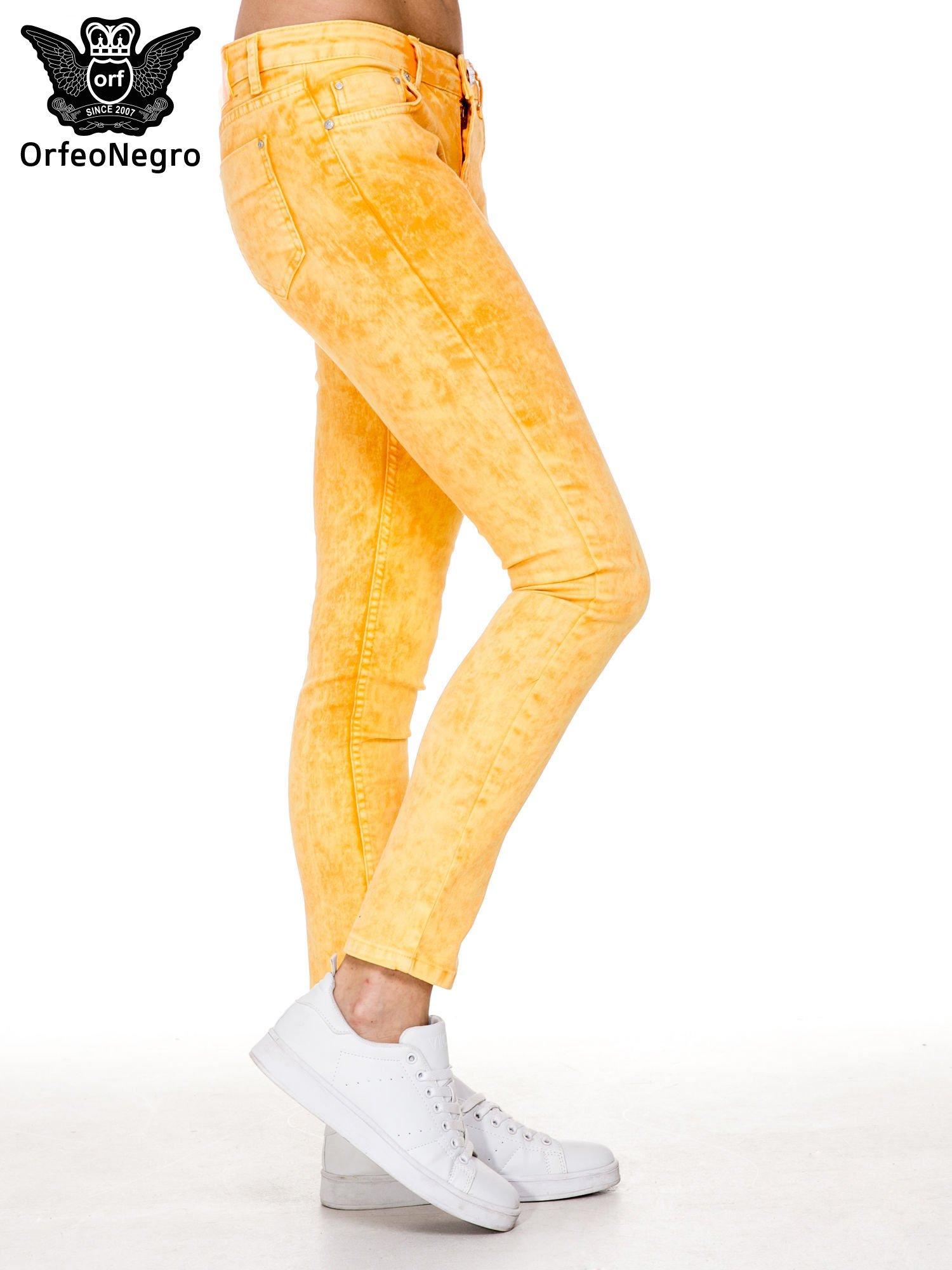 Żółte spodnie jeansowe rurki typu marmurki                                  zdj.                                  3