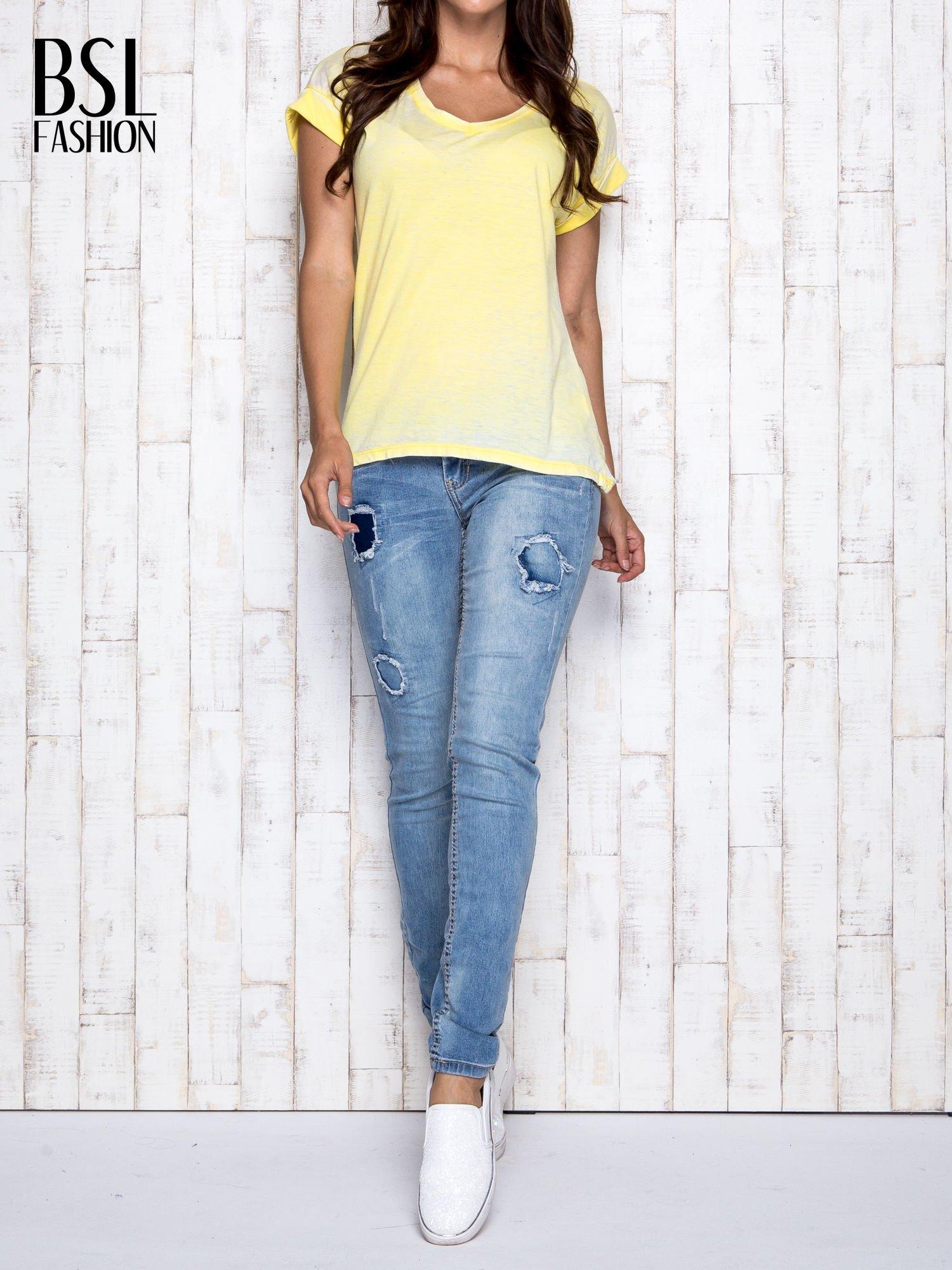 Żółty asymetryczny t-shirt z trójkątnym dekoltem                                  zdj.                                  7
