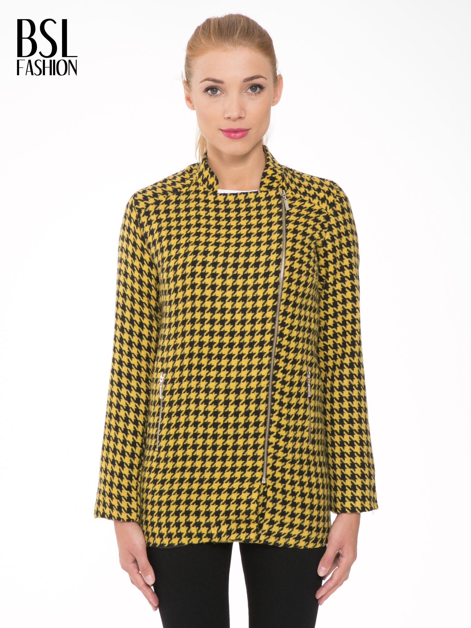 Żółty płaszcz ze skośnym suwakiem we wzór w pepitkę                                  zdj.                                  1