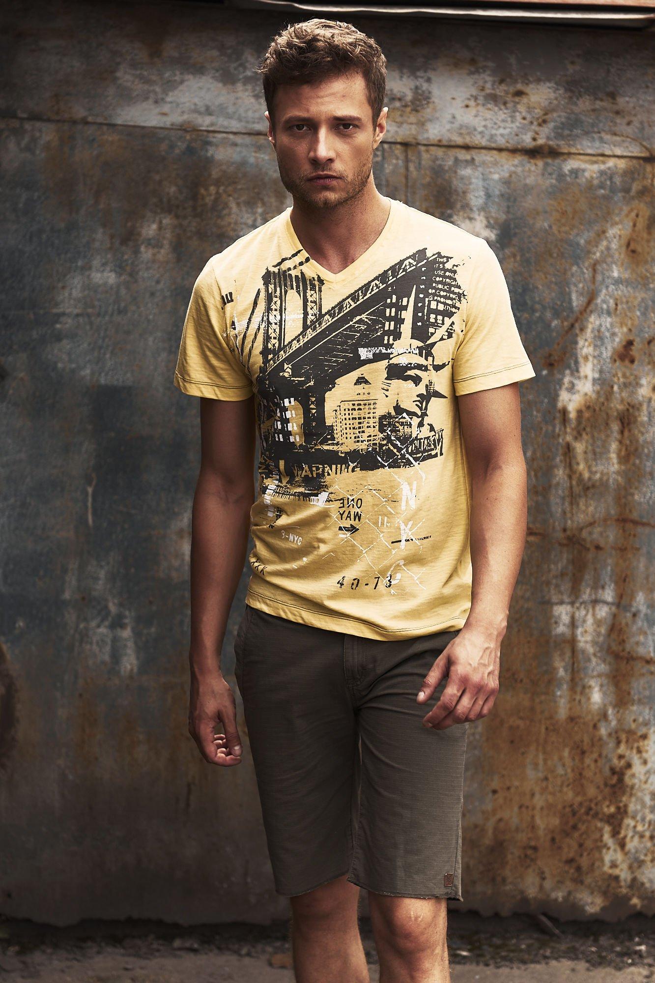 Żółty t-shirt męski z miejskim nadrukiem                                  zdj.                                  10