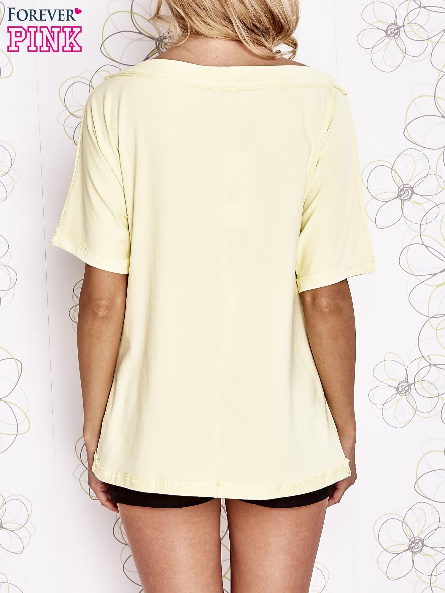 Żółty t-shirt z dekoltem w łódkę                                  zdj.                                  4