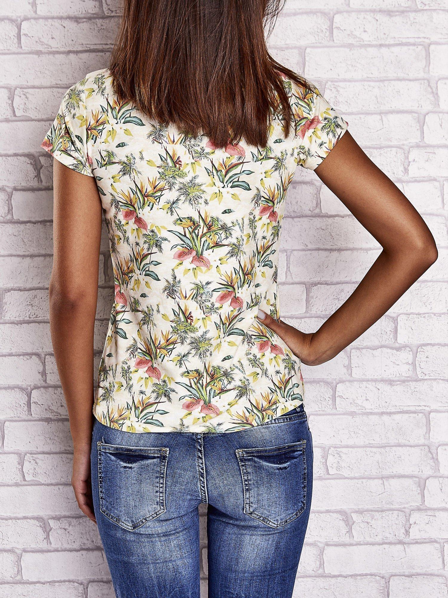 Żółty t-shirt z kwiatowym motywem i napisami                                  zdj.                                  2