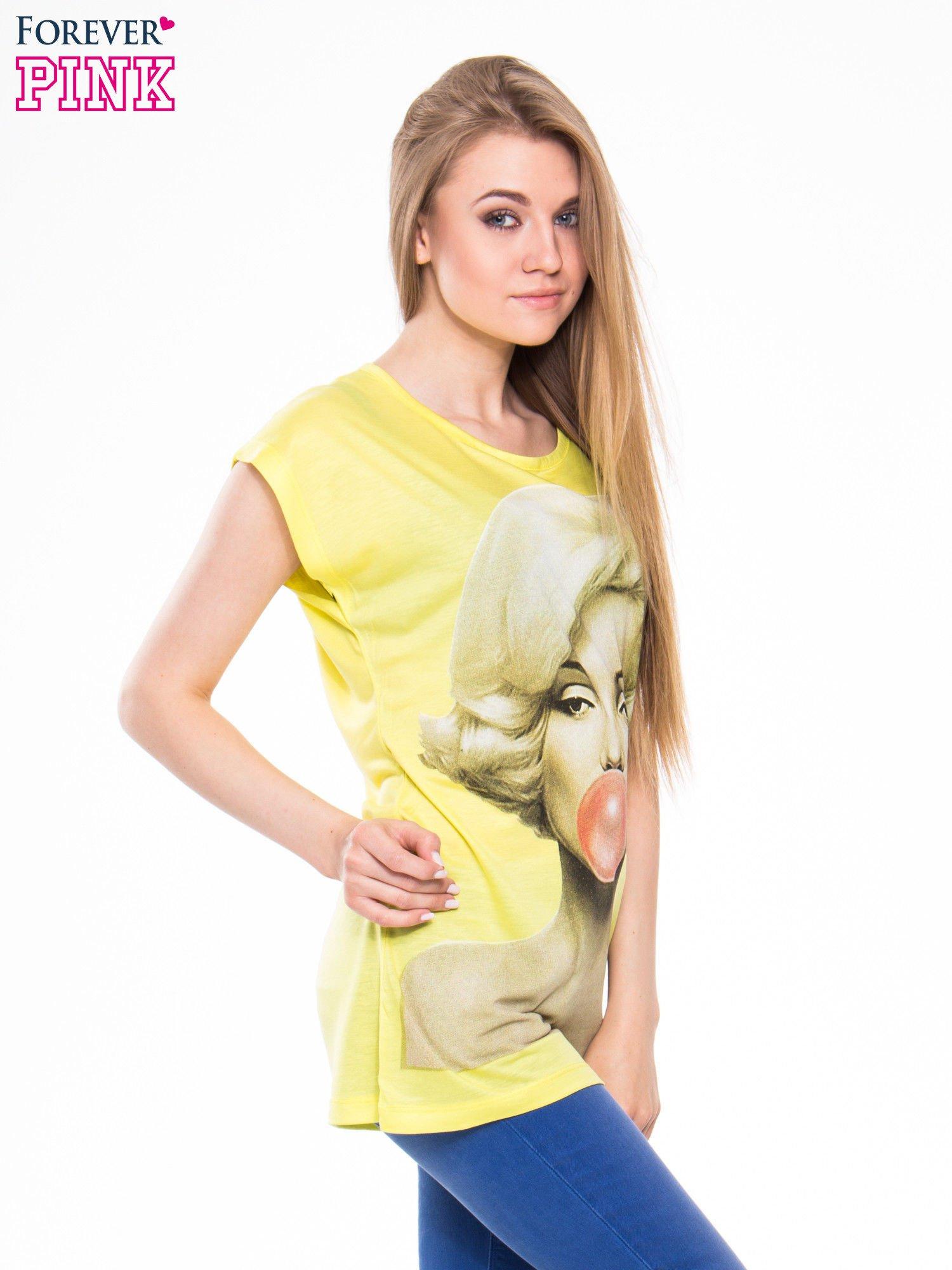 c940dddb69cb96 Żółty t-shirt z nadrukiem Marilyn Monroe z gumą balonową - T-shirt z  nadrukiem - sklep eButik.pl