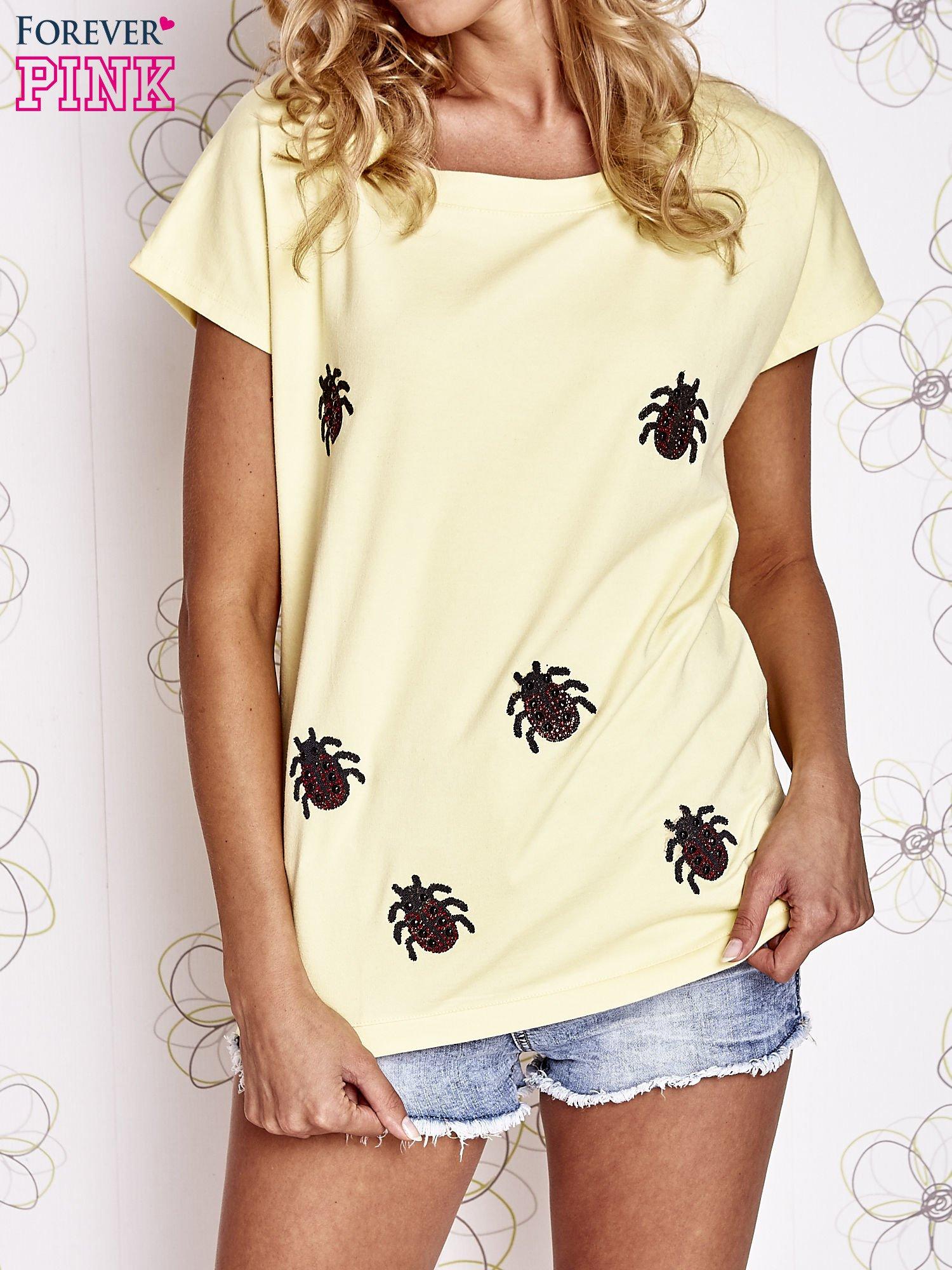 Żółty t-shirt z nadrukiem owadów                                  zdj.                                  1