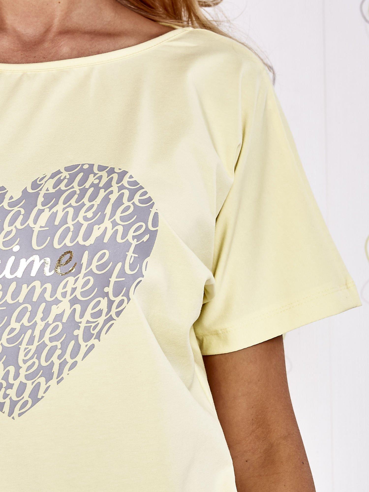 Żółty t-shirt z napisem JE T'AIME i dekoltem na plecach                                  zdj.                                  5