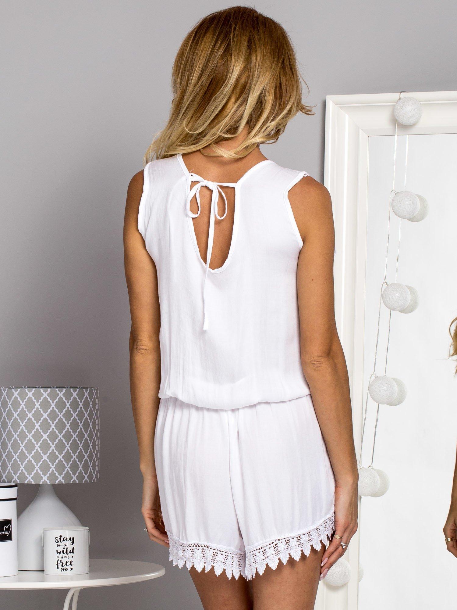 5446218d41 Zwiewny kombinezon z głębokim dekoltem biały - Spodnie Kombinezony ...