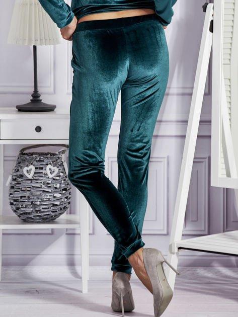 Aksamitne spodnie dresowe ciemnozielone                              zdj.                              2