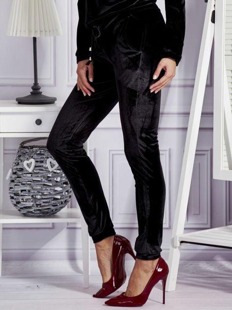 Aksamitne spodnie dresowe czarne                              zdj.                              3
