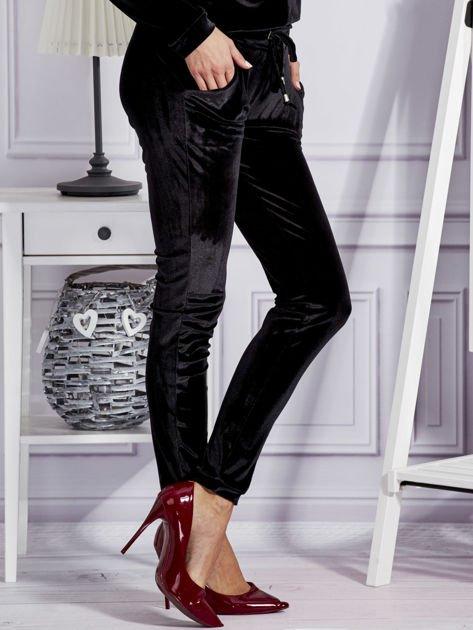 Aksamitne spodnie dresowe czarne                              zdj.                              5
