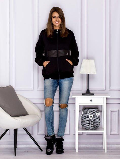 Bawełniana bluza z kapturem i skórzanymi wstawkami czarna                              zdj.                              4