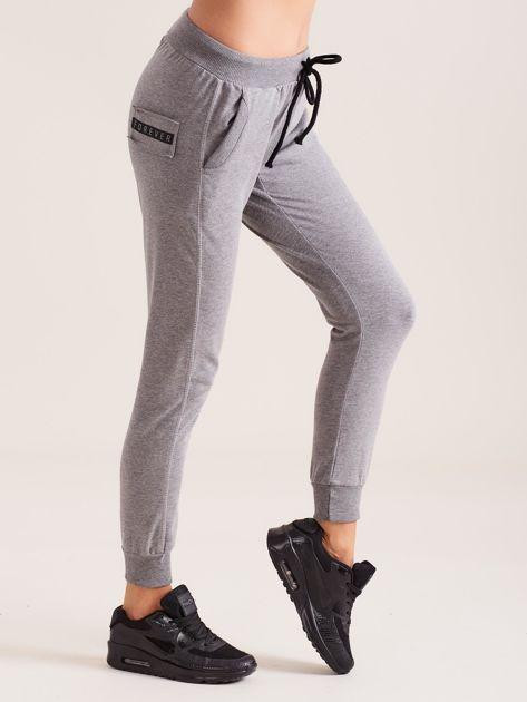 Bawełniane spodnie dresowe ciemnoszare                              zdj.                              3