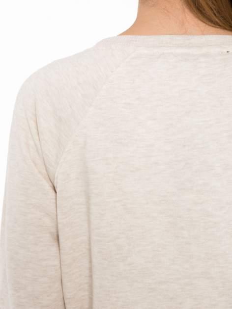 Beżowa bluza z reglanowymi rękawami i nadrukiem MAGNIFIQUE                                  zdj.                                  7