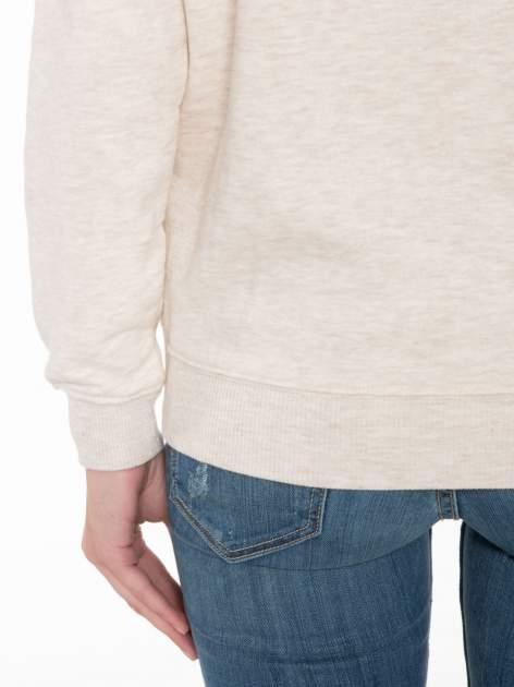 Beżowa bluza z reglanowymi rękawami i nadrukiem MAGNIFIQUE                                  zdj.                                  8