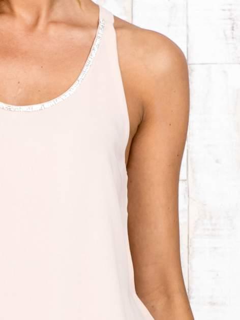 Beżowa bluzka koszulowa z aplikacją przy dekolcie                                  zdj.                                  6