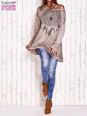 Beżowa dekatyzowana bluzka oversize z łapaczem snów                                  zdj.                                  2