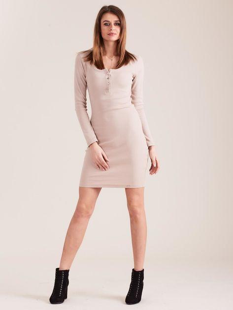 Beżowa dopasowana sukienka z guzikami                              zdj.                              4