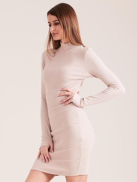 Beżowa dopasowana sukienka z półgolfem                              zdj.                              3