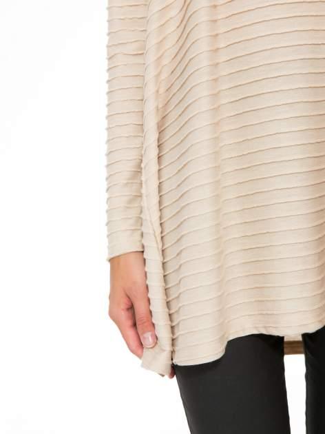Beżowa dresowa sukienka w prążkowany wzór                                  zdj.                                  10