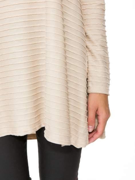 Beżowa dresowa sukienka w prążkowany wzór                                  zdj.                                  11