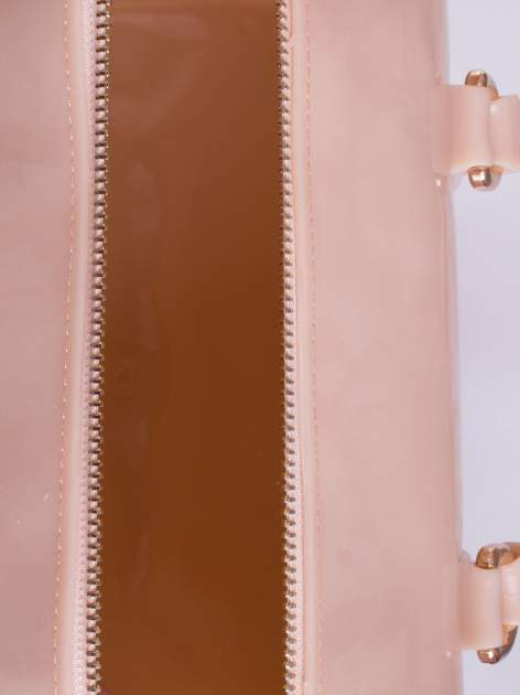 Beżowa lakierowana torba kuferek bowling                                  zdj.                                  3