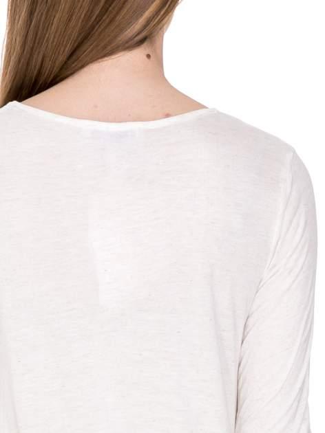 Beżowa melanżowa bluzka z dłuższym tyłem                                  zdj.                                  7