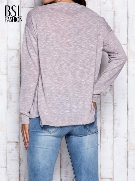 Beżowa melanżowa bluzka z kieszonką z przodu                                  zdj.                                  2