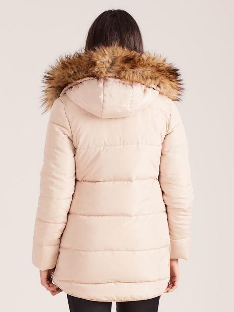 Beżowa pikowana kurtka damska z futerkiem                              zdj.                              2