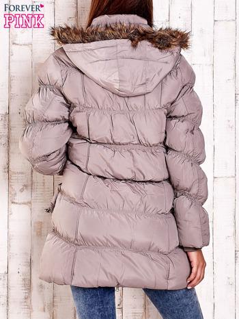 Beżowa pikowana kurtka z futrzanym wykończeniem kaptura                                  zdj.                                  4