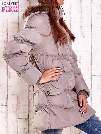 Beżowa pikowana kurtka z futrzanym wykończeniem kaptura                                  zdj.                                  3
