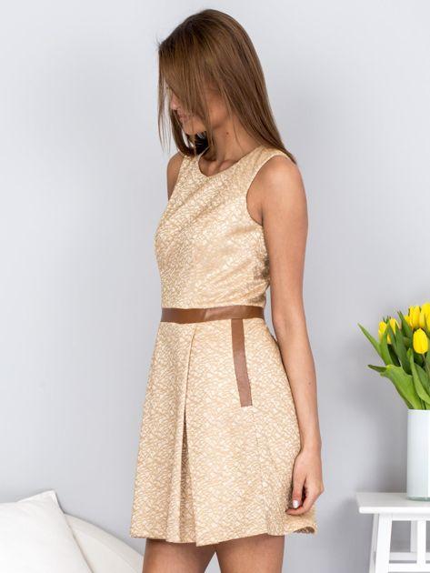 Beżowa rozkloszowana sukienka ze skórzanymi wstawkami                              zdj.                              3