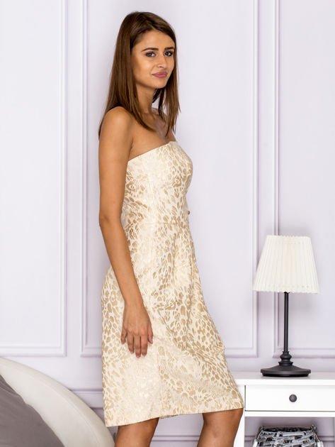 Beżowa sukienka o ozdobnej fakturze                                  zdj.                                  3