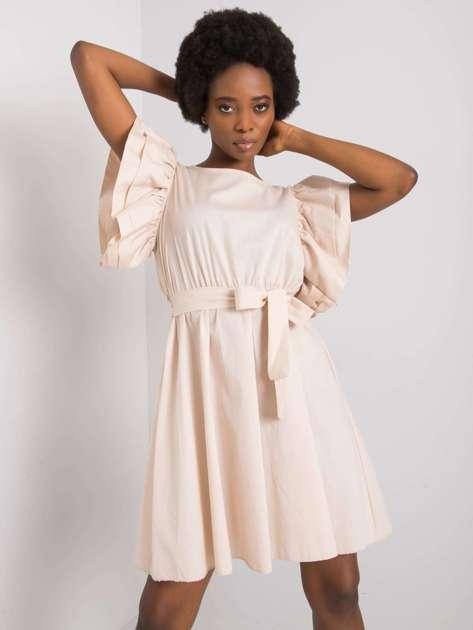 Beżowa sukienka z ozdobnymi rękawami Sheila