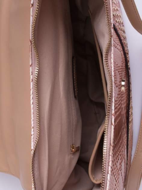 Beżowa torba z zawieszką z motywem skóry węża                                  zdj.                                  4