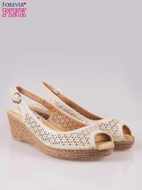Beżowe ażurowe sandały peep toe na korkowym koturnie Lovina
