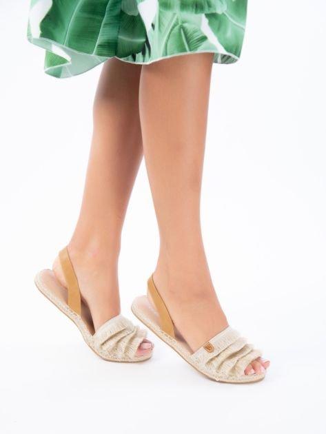 Beżowe sandały z ozdobnym frędzelkowym przodem                              zdj.                              6