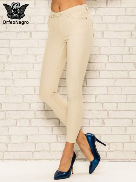 Beżowe spodnie rurki skinny z kieszeniami                                  zdj.                                  1