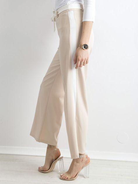 Beżowe szerokie spodnie z lampasami                              zdj.                              3