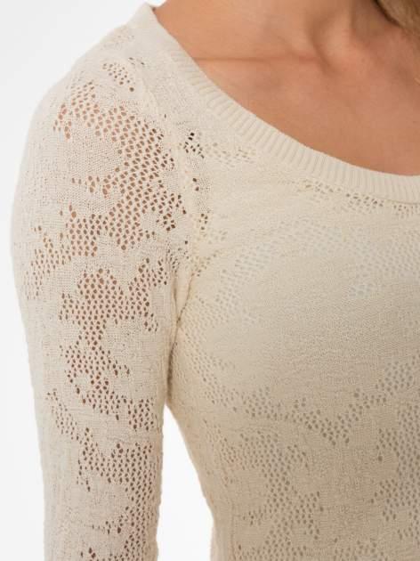 Beżowy ażurowy sweter z rękawami 3/4                                  zdj.                                  5