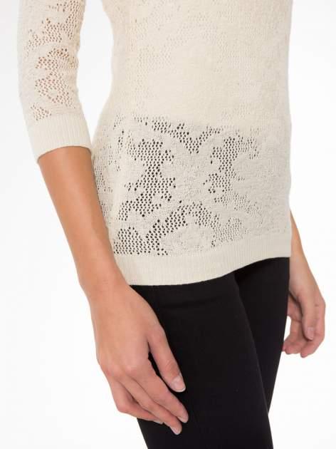 Beżowy ażurowy sweter z rękawami 3/4                                  zdj.                                  6