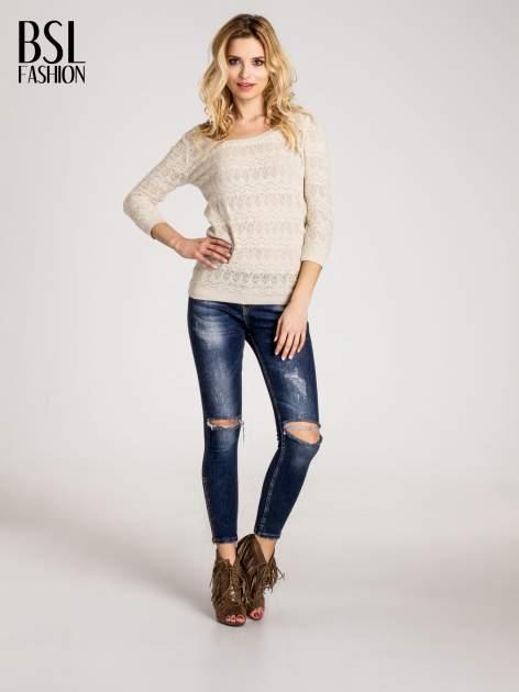 Beżowy ażurowy sweterek z rękawami 3/4                                  zdj.                                  4