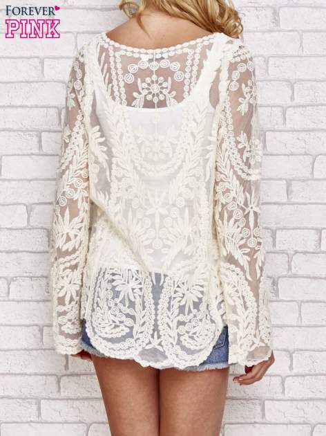 Beżowy ażurowy sweterk mgiełka z rozszerzanymi rękawami                                  zdj.                                  4