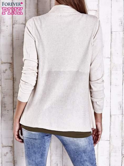 Beżowy długi sweter z wykończeniem w prążki                                  zdj.                                  4