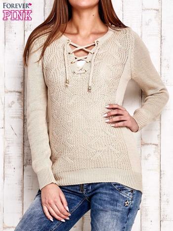 Beżowy dzianinowy sweter z wiązaniem                                  zdj.                                  1
