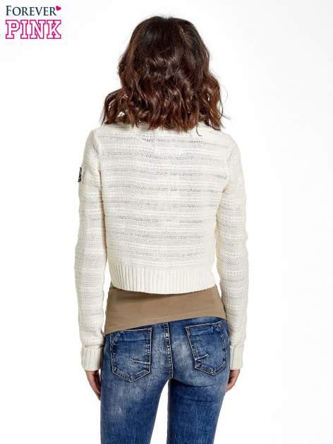 Beżowy krótki sweter narzutka z kołnierzem                                  zdj.                                  8