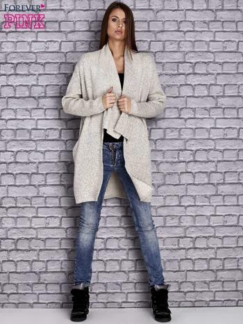 Beżowy melanżowy sweter z kaskadowym dekoltem                                  zdj.                                  2