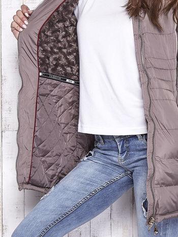 Beżowy pikowany płaszcz ze złotymi suwakami                                  zdj.                                  7
