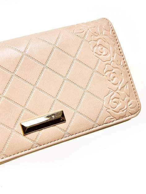 Beżowy pikowany portfel z kwiatowym tłoczeniem                                  zdj.                                  6