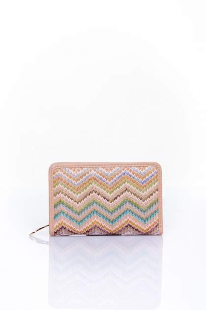 Beżowy portfel z motywem geometrycznej plecionki