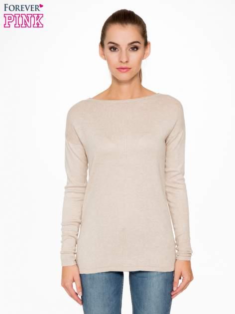 Beżowy sweter z dłuższym tyłem i rozporkami po bokach                                  zdj.                                  1