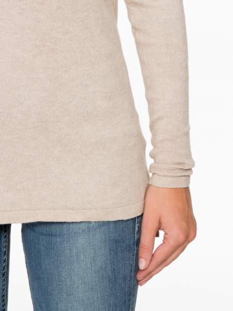 Beżowy sweter z dłuższym tyłem i rozporkami po bokach                                  zdj.                                  7